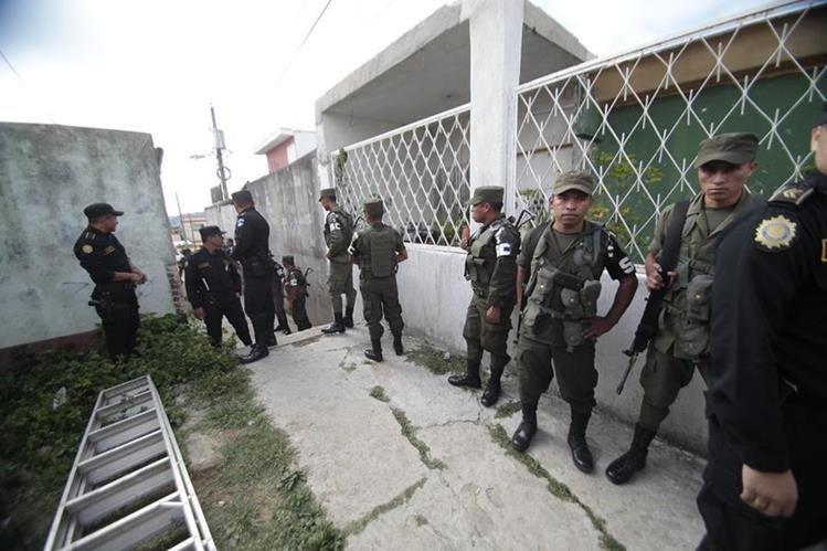 Después de las amenazas a vecinos las fuerzas de seguridad fueron destacadas al área.(Foto Prensa Libre: Hemeroteca PL)