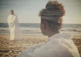 El filme El espíritu de mamá fue producida y dirigida por Alí Allié y protagonizada por Johana Martinez. (Foto Prensa Libre: Tomada de elespiritudemimama.com)
