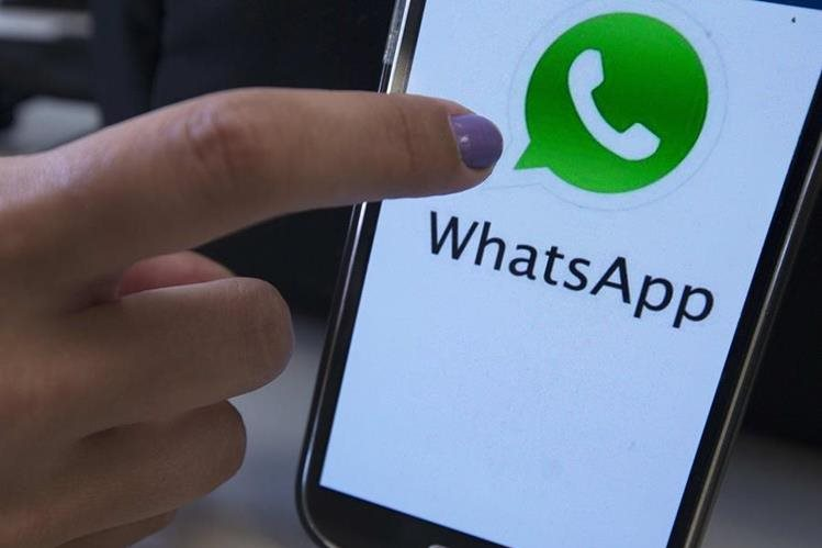 La aplicación Whatsapp es utilizada en el 90 por ciento de los teléfonos inteligentes de EE. UU. (Foto Prensa Libre: EFE).