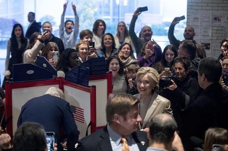 Hillary Clinton votó en Douglas G. Grafflin School en Chappaqua, Nueva York.