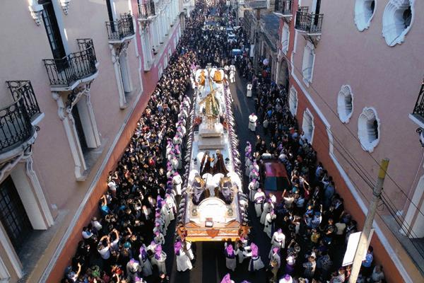 Procesión de la Consagrada Imagen de Jesús Nazareno del Consuelo que sale el sábado anterior a ramos. Foto: Nestor Galicia.