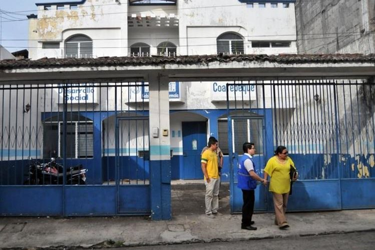 Sede del Mides sigue tomada por antiguos trabajadores que se niegan a entregar las instalaciones, según nueva delegada. (Foto Prensa Libre: Alexander Coyoy).