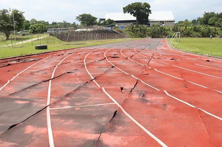 La pista de atletismo no se puede utilizar en este momento. (Foto Prensa Libre: Cristian Ico)