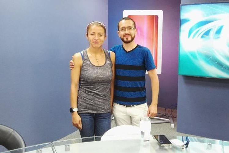 Mayra Herrera y su entrenador Javier Elizardi en el programa Tododeportes. (Foto Prensa Libre: Norvin Mendoza)