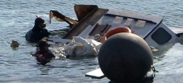 Mueren refugiados en naufragio en el mar Egeo. (Foto Prensa Libre: EFE)