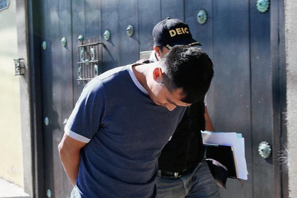 Carlos Osoy Chávez fue detenido en Santa María de Jesús, Sacatepéquez, sindicado de pertenecer a una banda de asalta turistas. (Foto Prensa Libre: Renato Melgar)