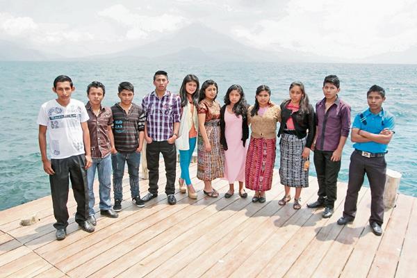 Jóvenes ejemplares vencen día a día las adversidades de su entorno con su motivación y esfuerzo, apoyados por las becas de la Fundación Telefónica.