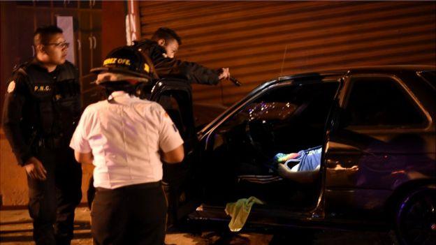 Pandillas han coordinado ataques contra las fuerzas de seguridad. (Foto Prensa Libre: AFP/Johan Ordoñez)