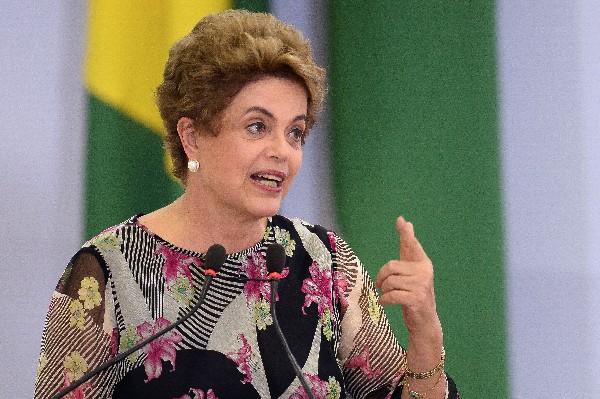 Dilma Rousseff critica la falta de mujeres en el gabinete de Michel Teme.(EFE).
