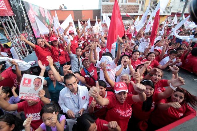 Linares Beltranena afirma que Líder sobrepasó el techo de campaña. (Foto Prensa Libre: Hemeroteca PL)