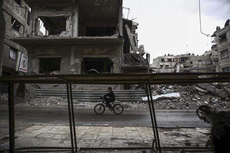 Los sirios ven en los ataques rusos una oportunidad para quedarse. (Foto Prensa Libre: EFE)