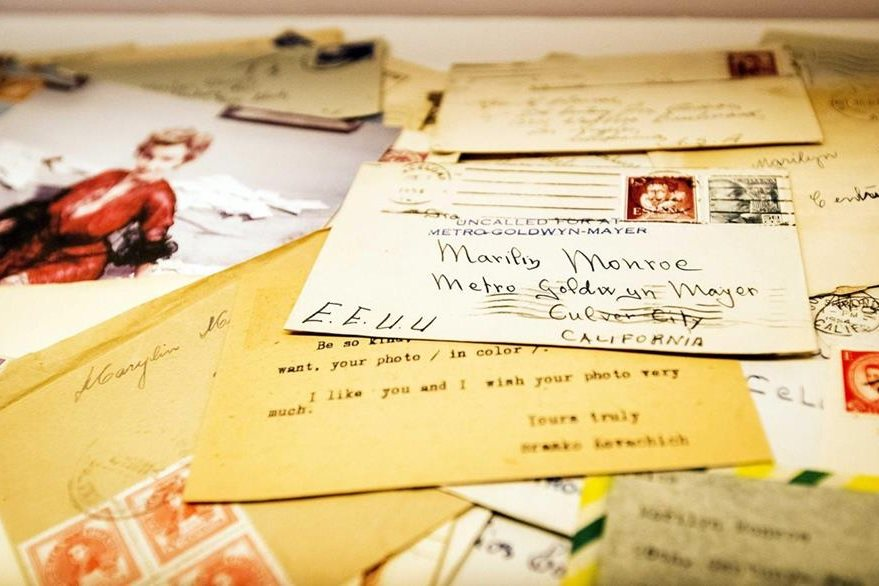 Varias cartas personales de la difunta actriz estadounidense Marilyn Monroe son exhibidas en la exposición 90 Years Miss Monroe. (Foto Prensa Libre: EFE)