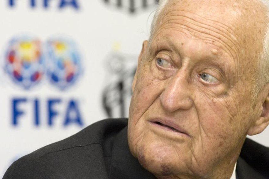 Havelange se vio involucrado en el escándalo de sobornos de la FIFA. (Foto Prensa Libre: Hemeroteca)
