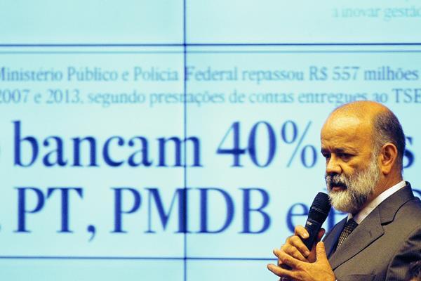 El tesorero del gobernante Partido de los Trabajadores, Joao Vaccari, declara ante una comisión del Congreso.(Foto Prensa Libre:EFE)