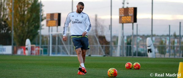 Karim Benzema durante el entrenamiento en solitario este jueves en la Ciudad de Valdebebas. (Foto Prensa Libre: RealMadrid.com)
