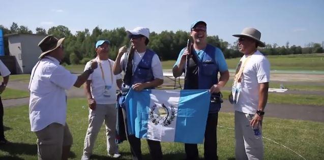 Los atletas guatemaltecos son los protagonistas del video. (Foto Prensa Libre: Youtube)