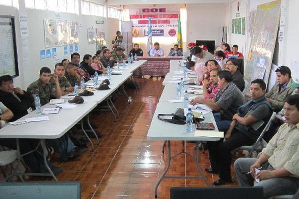 autoridades de Sololá participan en reunión en la que se presentó el  plan de seguridad.