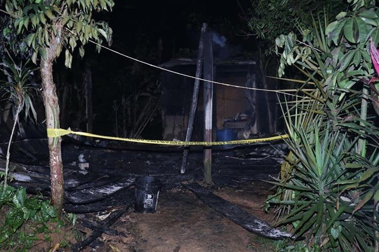 Una explosión de un generador eléctrico provocó que la vivienda se incendiara. (Foto Prensa Libre: Dony Stewart)