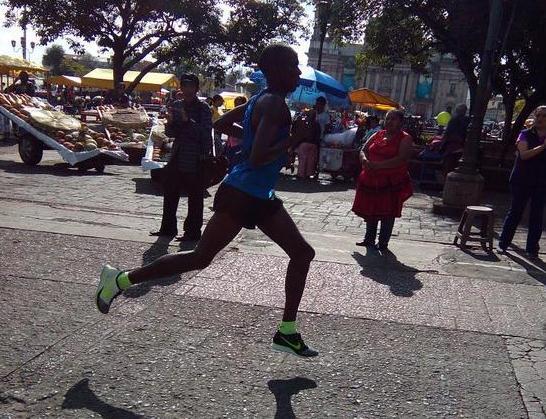 Kipkorir mantuvo su ritmo durante la competencia y fue inalcanzable para los guatemaltecos. (Foto Prensa Libre: Norvin Mendoza)