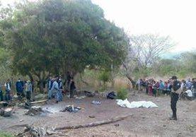 Los cuatro  hombres fueron asesinados con machete y armas de fuego. (Foto Prensa Libre: Óscar González)