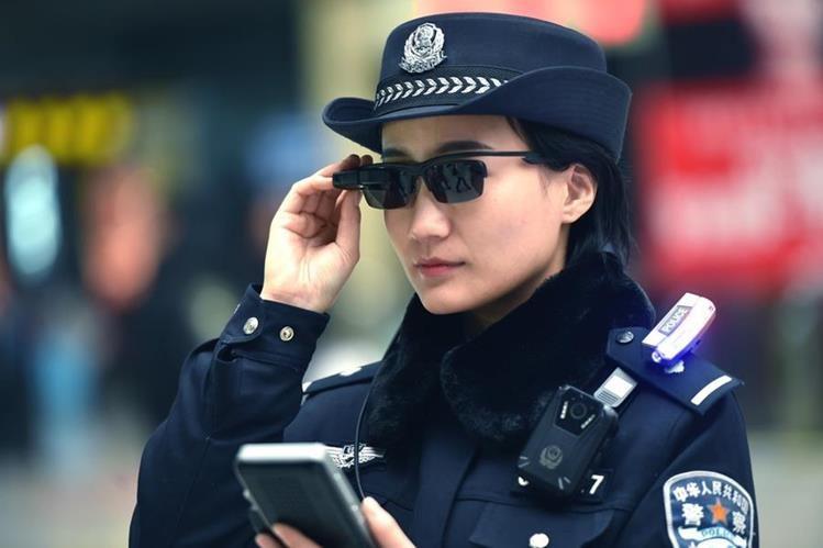 Policía utiliza gafas con reconocimiento facial para hallar sospechosos — China