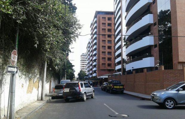 Edificio de la zona 10 donde se encuentra el apartamento de lujo.(Foto Prensa Libre:MP)