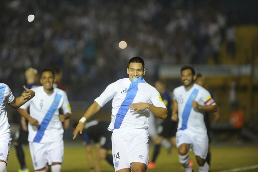 Rafael Morales celebra el primer gol de la Bicolor contra Estados Unidos. (Foto Prensa Libre: Eduardo González)