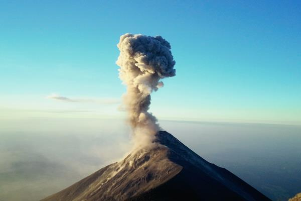 El Volcán de Fuego es uno de los más activos de Guatemala. (Foto Prensa Libre: Hemeroteca PL)