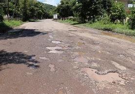 La ruta a El Salvador se encuentra en pésimas condiciones pese a ser una carretera internacional. (Foto Prensa Libre: Hugo Oliva)
