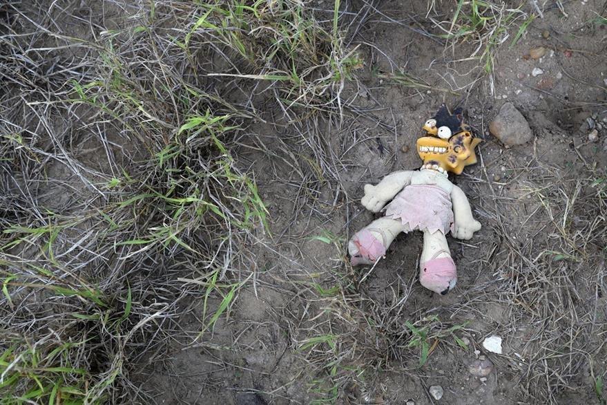 Una muñeca de Maggie Simpson, fue ubicada en el desierto de Arizona. (Foto Prensa Libre: AFP).