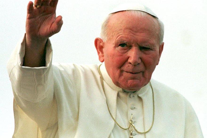 Juan Pablo II durante un viaje pastoral a Nigeria. El santo ostenta el tercerpontificado más largo de la historia. (Foto Prensa Libre: AFP).