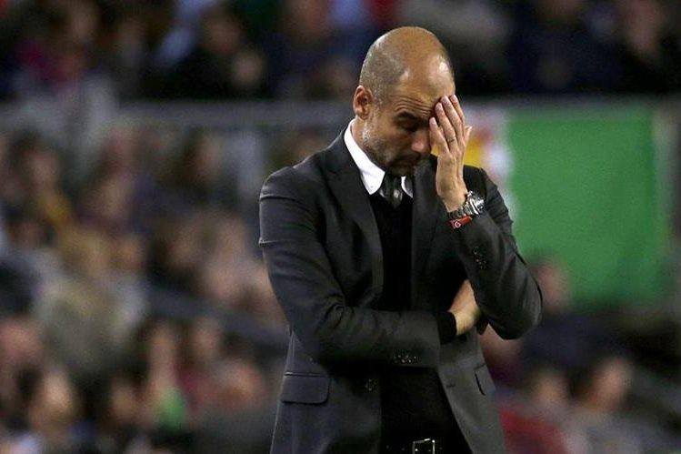 Pep Guardiola habló sobre el tema del 'Kun'. (Foto Prensa Libre: EFE)