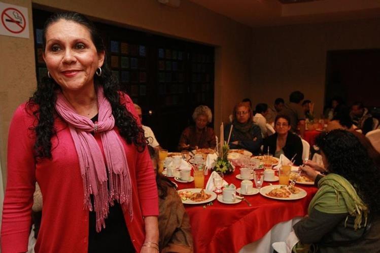 Alma Robles preside una reunión de la asociación guatemalteca Héroes de Esperanza. (Foto Prensa Libre: Estuardo Paredes)