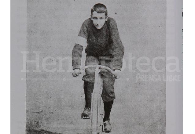 Jorge Ubico practicando ciclismo en 1896. (Foto: Hemeroteca PL)