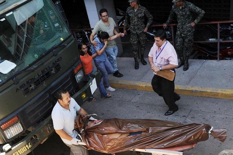 La violencia en Honduras causa un promedio de 13 muertes diarias según las autoridades. (Foto Prensa Libre: AFP).