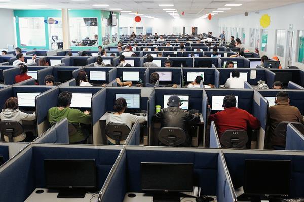 Publicaciones refieren que en Guatemala se ubican 75 centros de llamadas. (Foto, Hemeroteca PL).