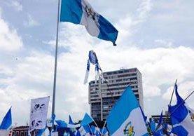 Guatemaltecos celebran la renuncia de Otto Pérez Molina.