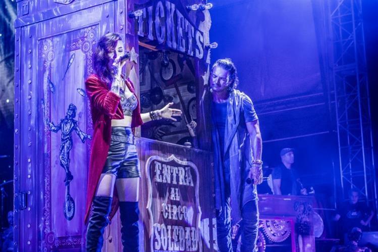 Suzy interpreta el tema Fuiste tú junto a Ricardo Arjona durante la gira y con su estilo se ha ganado la admiración de los espectadores. (Foto Prensa Libre: Cesar Santos @ByCasannova)