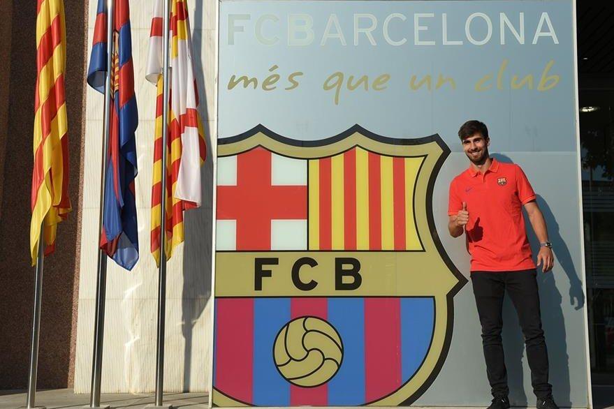 Los exámenes arrojaron que Gomes padece una contusión. (Foto Prensa Libre: EFE)