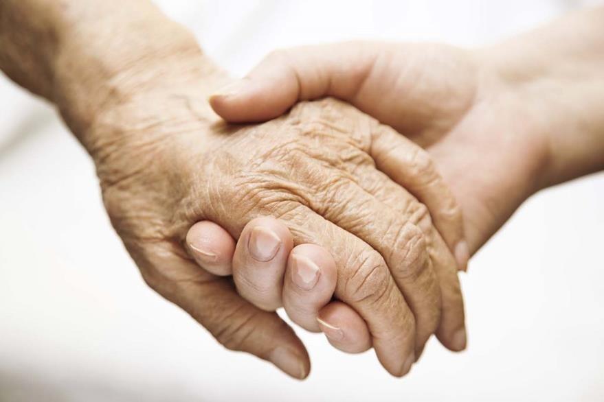 El apoyo familiar es indispensable para el paciente con alzhéimer. (Foto Prensa Libre: HemerotecaPL)