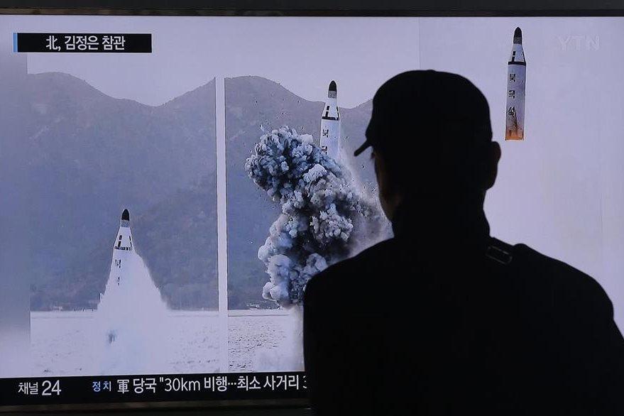Corea del Sur difunde imágenes de lanzamiento de misil norcoreano. (AP)