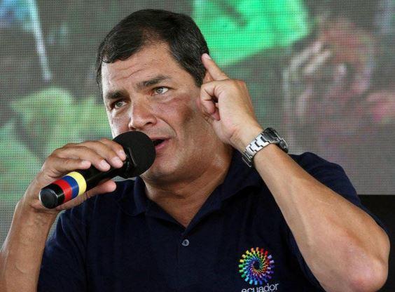 El presidente Rafael Correo, durante su programa de radio donde arremetió en contra de Paez. (Foto: Internet).