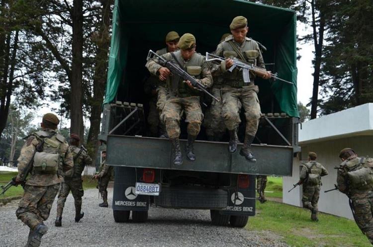 La Brigada de Operaciones para Montaña, lleva un Plan de Inteligencia para encontrar los fusiles. (Foto Prensa Libre: @Ejercito_GT)