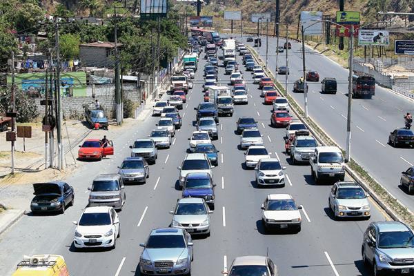 La municipalidad capitalina reduce el pago de multas de tránsito y de los automotores que están en el predio municipa. (Foto Prensa Libre: Hemeroteca).