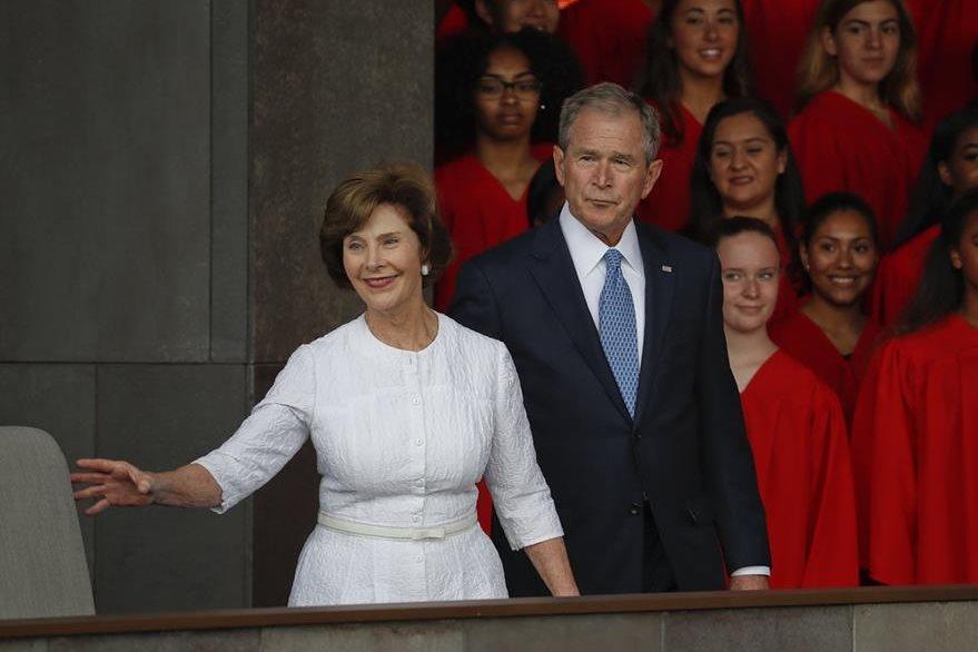 El expresidente George W. Bush y su esposa Laura Bush también asistirán a la toma de posesión de Donald Trump. (Foto Prensa Libre: AP).