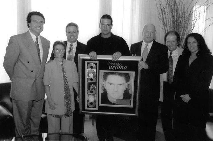 El disco <em>Si el norte fuera el sur</em> (1996) alcanzó doble platino en Estados Unidos, por lo que fue reconocido.&nbsp;