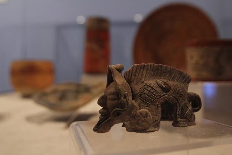 Diversas piezas se exhiben en la muestra que está en Antigua. (Foto Prensa Libre: Miguel López).