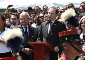Guatemaltecos se acercaron al Palacio Nacional de la Cultura y a la comuna para dar el último adiós al jefe edil.