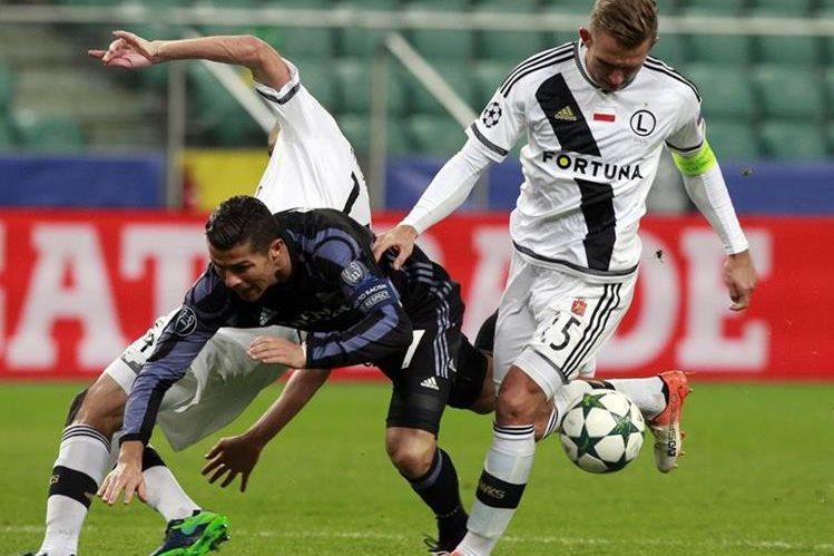 El Real Madrid tuvo que venir de atrás para recuperar el empate en un partido donde el Legia le había remontado. (Foto Prensa Libre: AP)