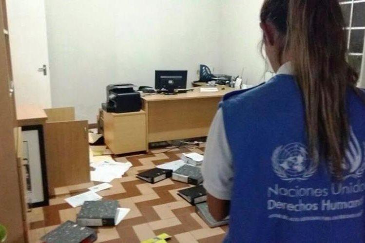 Tres hombres armados irrumpieron este martes en la sede de la organizacion Impunity Watch en Guatemala, las autoridades investigan el caso. (Foto Prensa Libre: @Albrunori)
